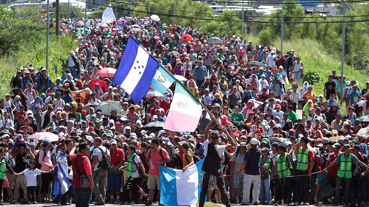 Cientos de migrantes centroamericanos cruzan a México