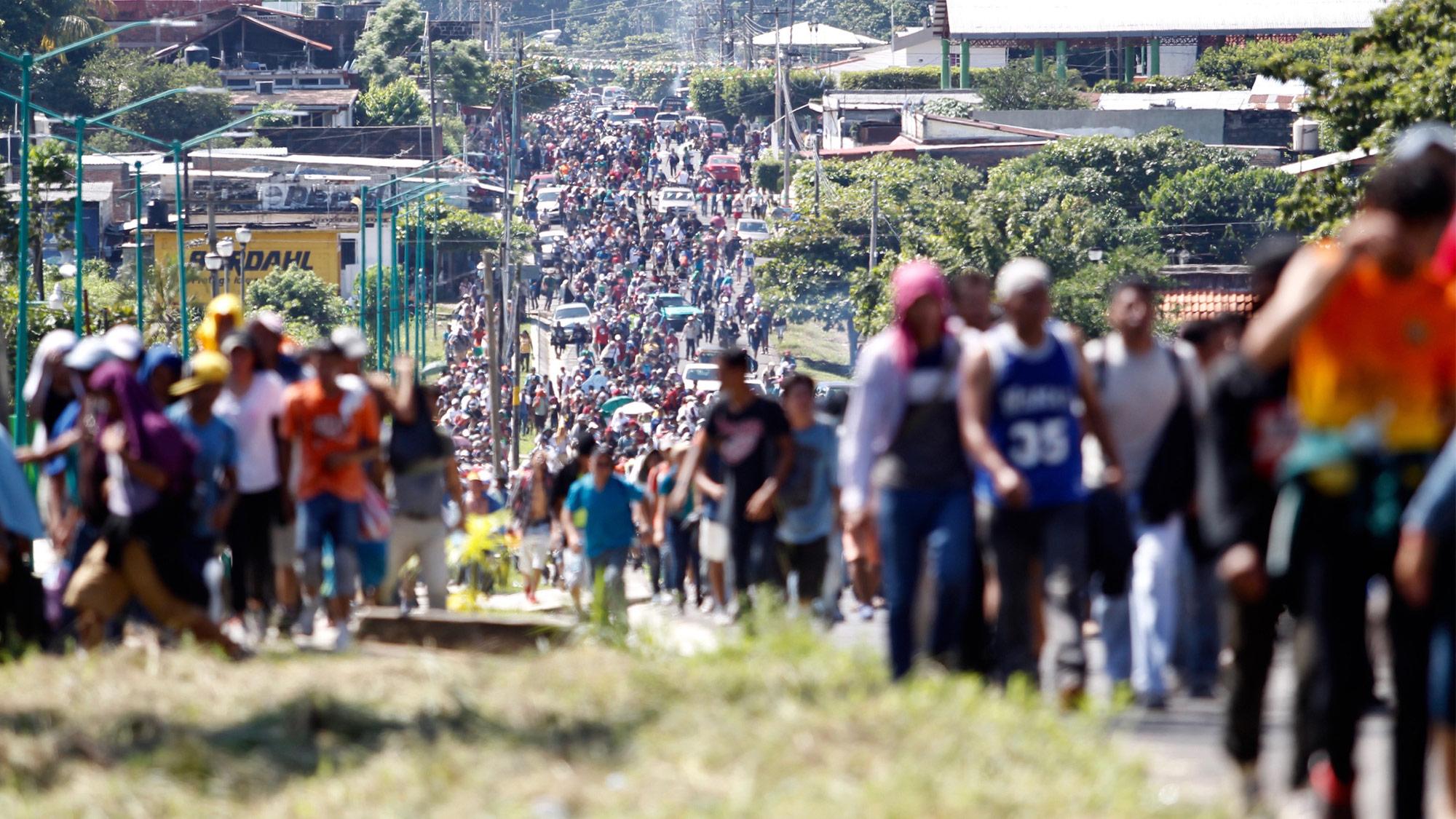 Caravana migrante se instala en Tapachula en su paso a EU