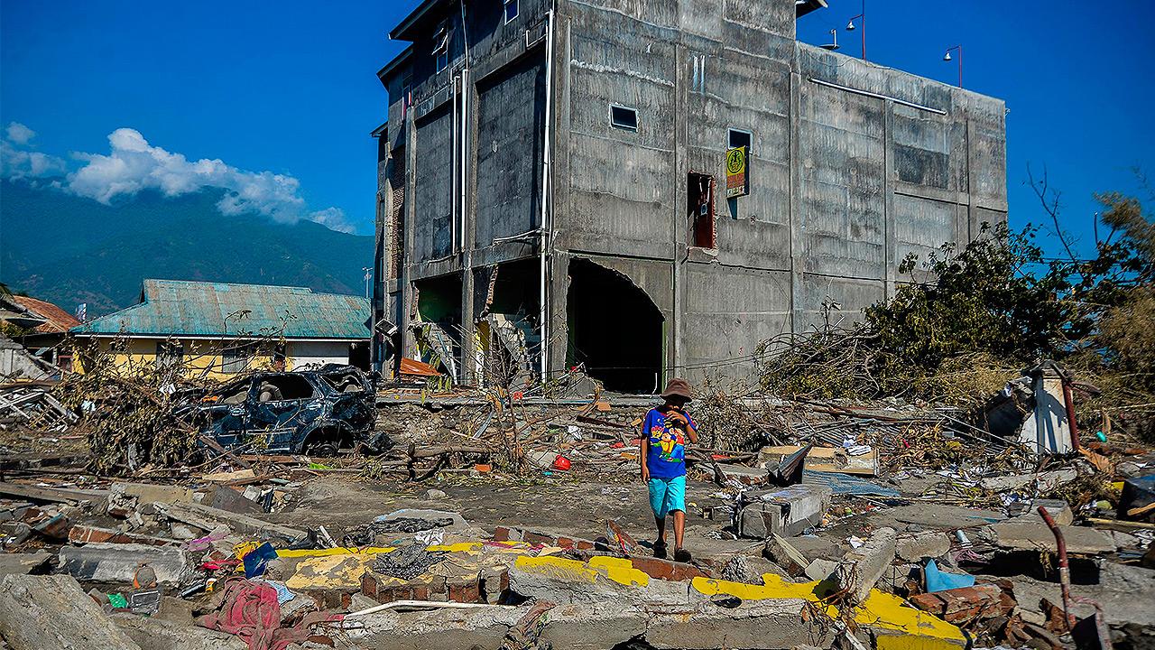 Cifra de muertos sube a 1,500 a una semana del sismo en Indonesia