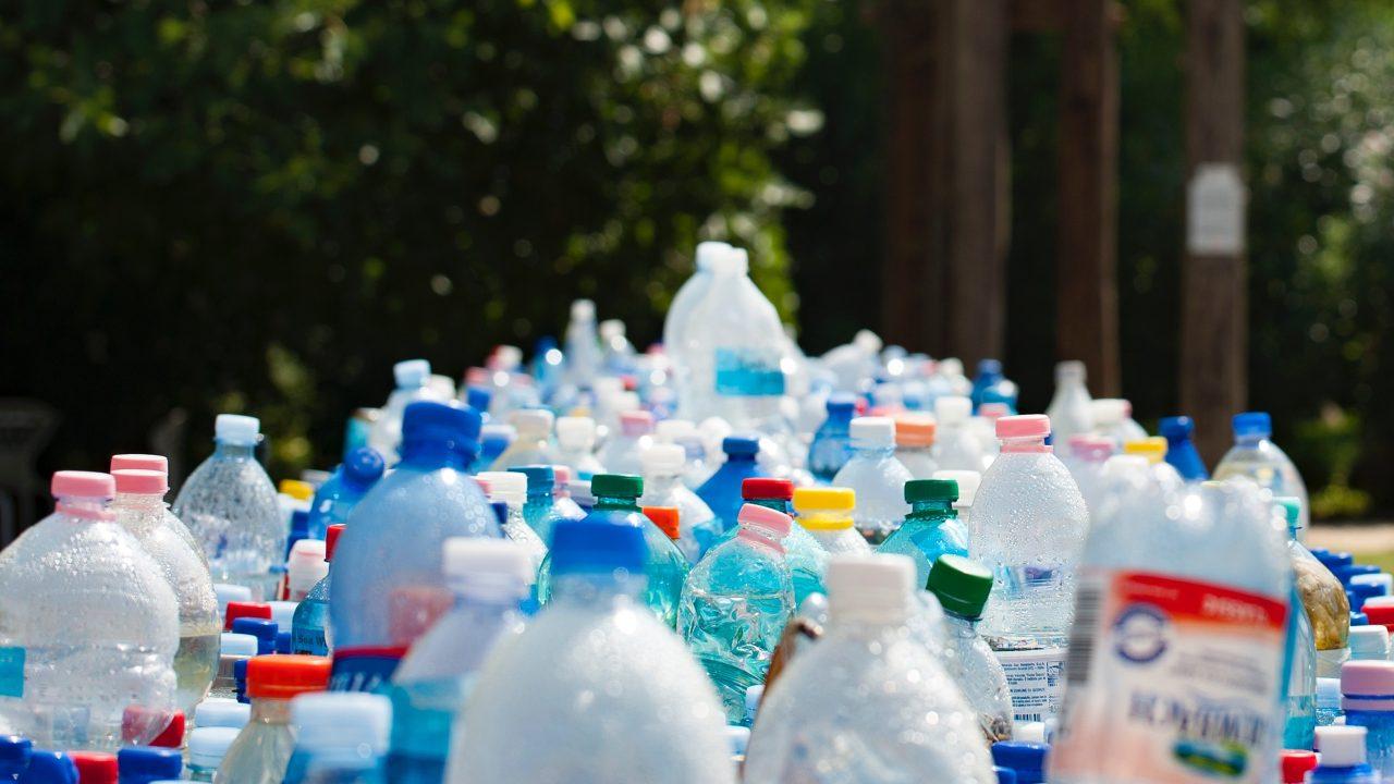 Cada semana, una persona ingiere 2,000 pequeñas piezas de plástico