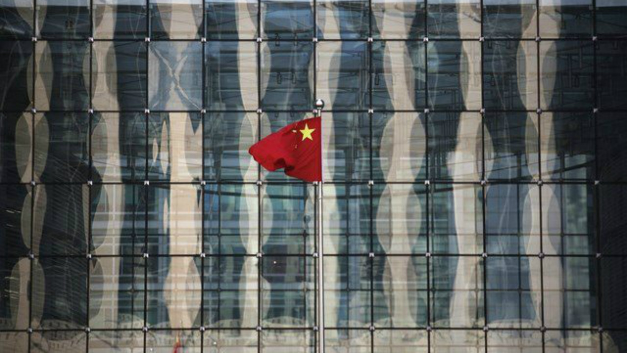 Sombríos datos en China e inquietud por deuda italiana frenan repunte bursátil