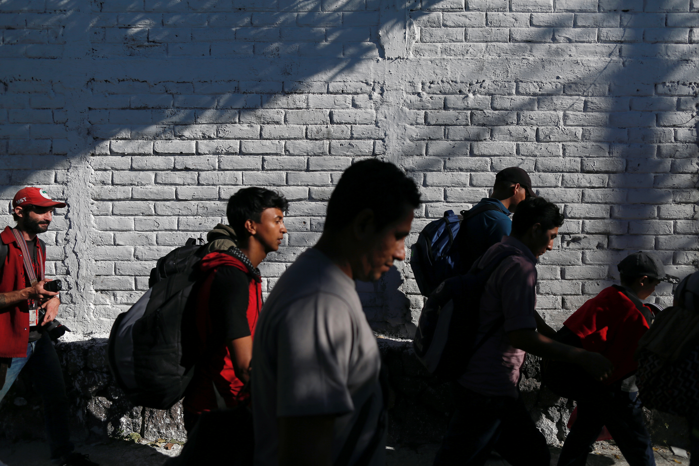 Cuarta caravana de salvadoreños sale hacia Estados Unidos