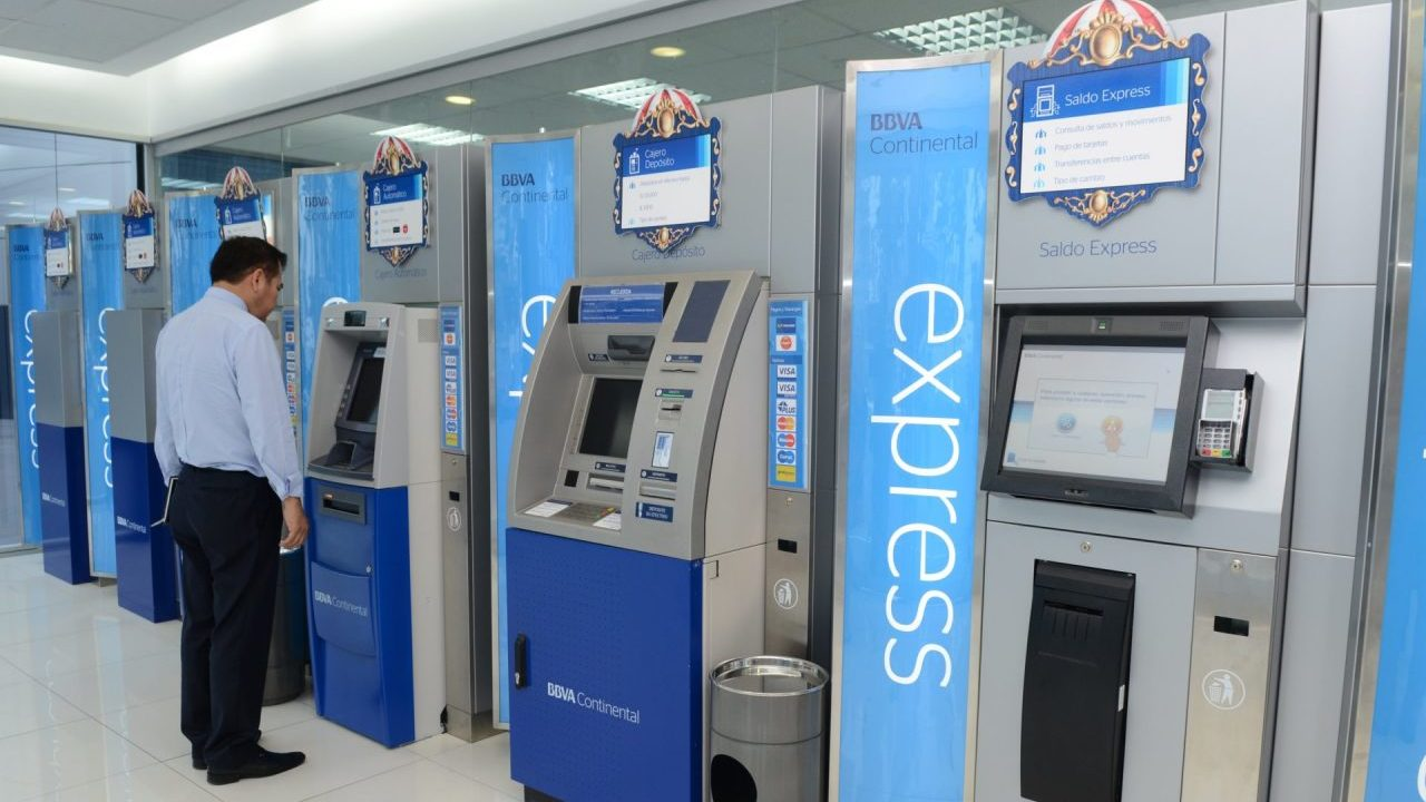 Operaciones en cajeros automáticos cayeron más de 20% por la pandemia