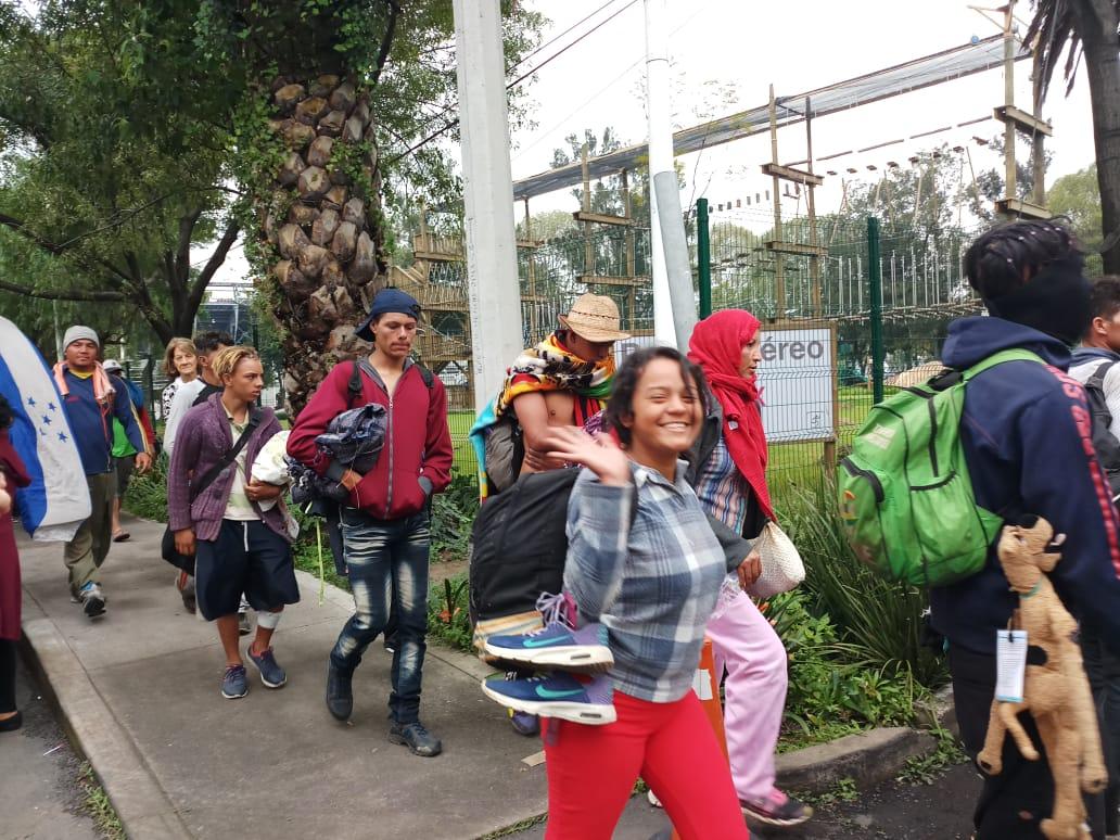 Ofrecen 7,000 empleos a migrantes en Tijuana; otros ya recibieron su primer sueldo