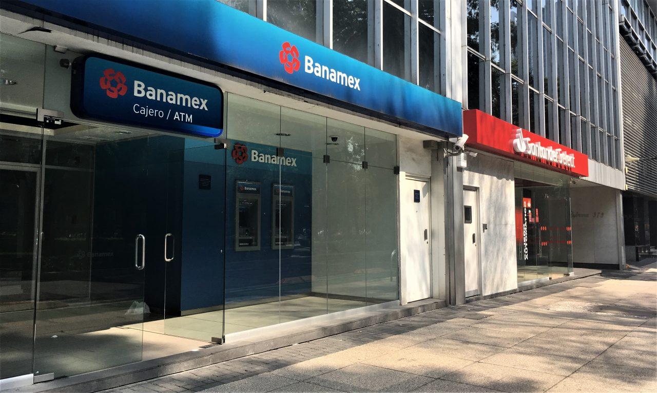 Moody's baja perspectiva de 7 bancos en México a negativa