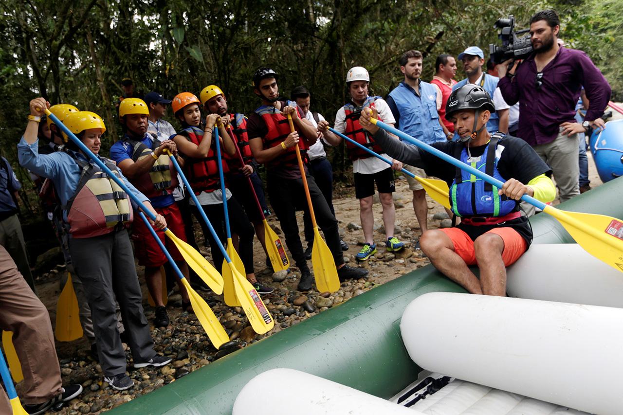 Exguerrilleros de las FARC ofrecen turismo extremo en la selva colombiana