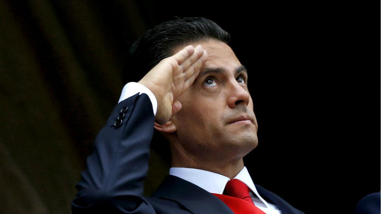 Reciben con rechiflas a Peña Nieto en el Congreso