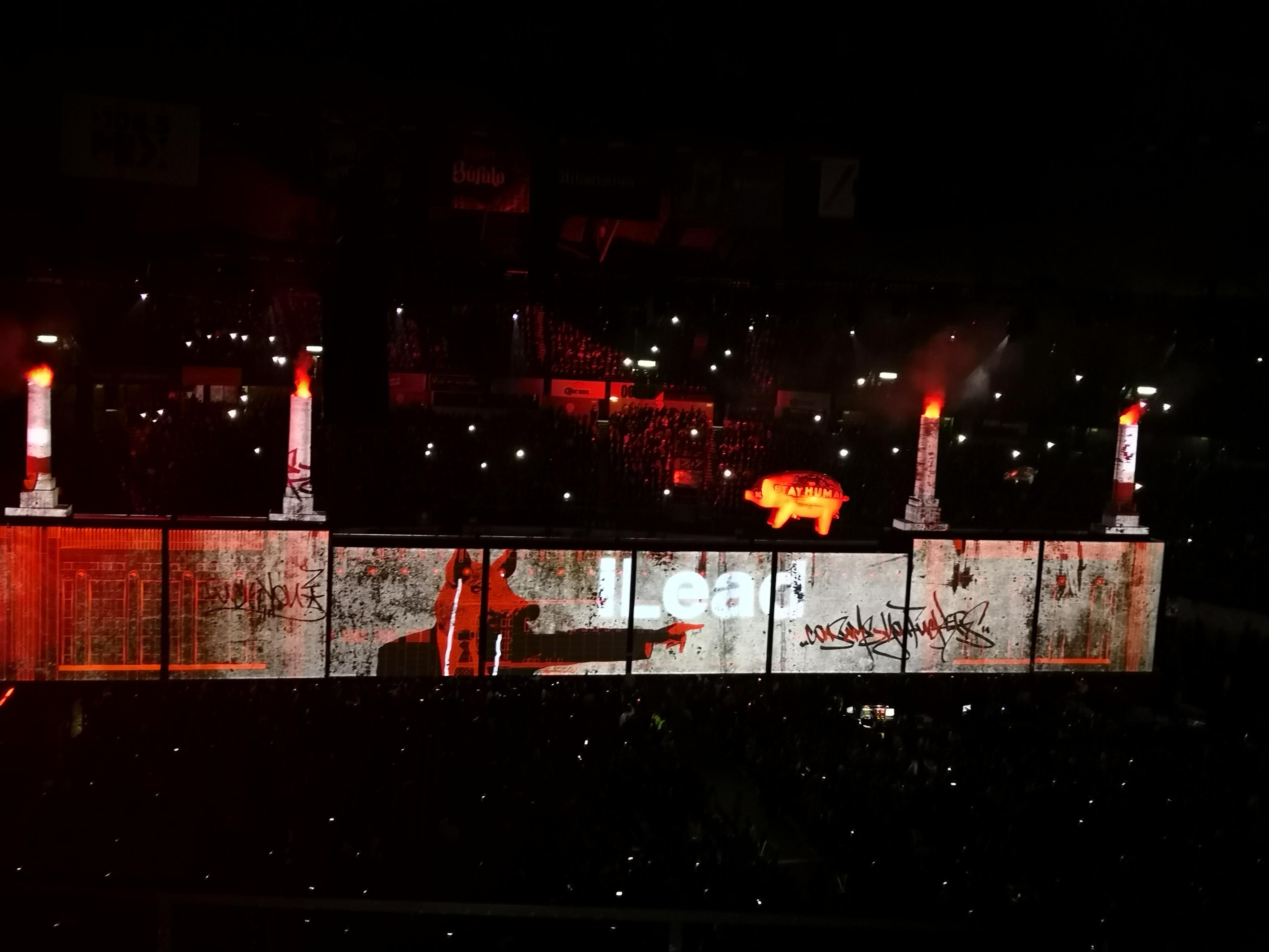 Roger Waters protesta contra Cemex y EPN en su primera fecha en México