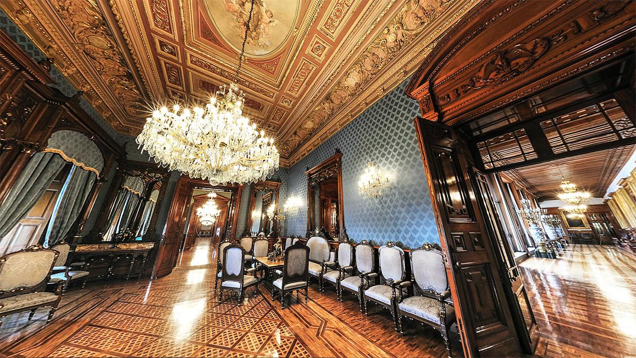"""El Salón azul, antes llamado """"Salón de audiencias"""", fue centro de reuniones privadas de políticos mexicanos y extranjeros, así como para bailes y fiestas. Foto: palacionacional.info."""