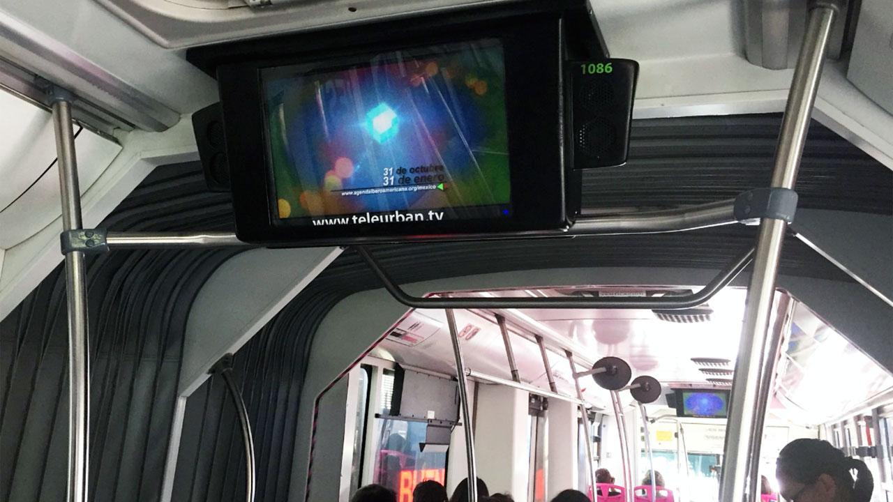 Tele Urban busca 'apantallar' a pasajeros del transporte público