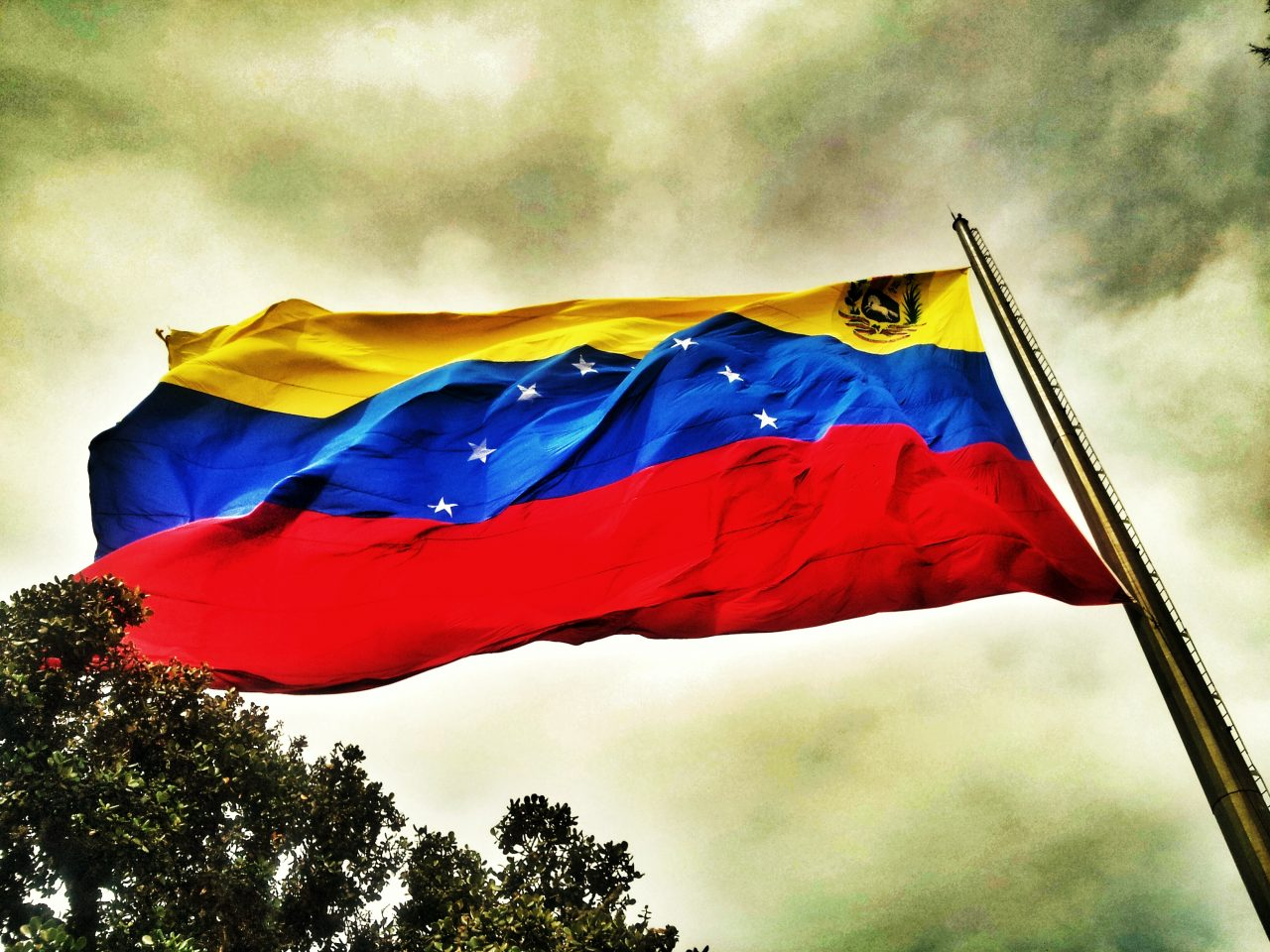 Venezuela expulsa a diplomáticos de El Salvador