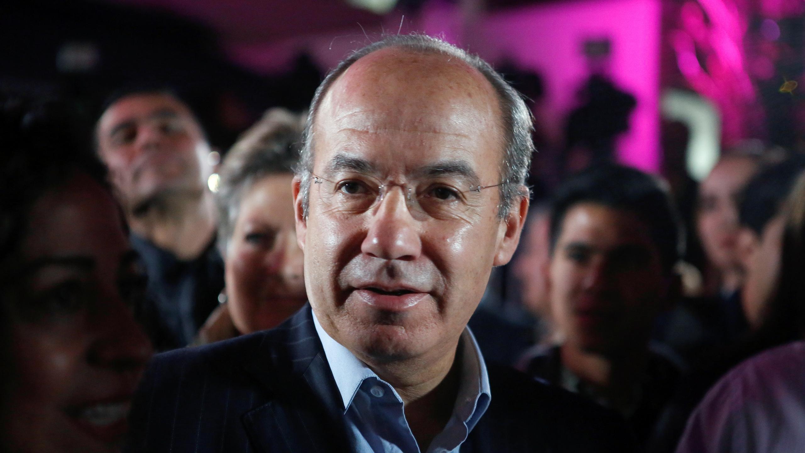 ¿De qué viviría un expresidente honesto si no es en la IP?, revira Calderón a AMLO