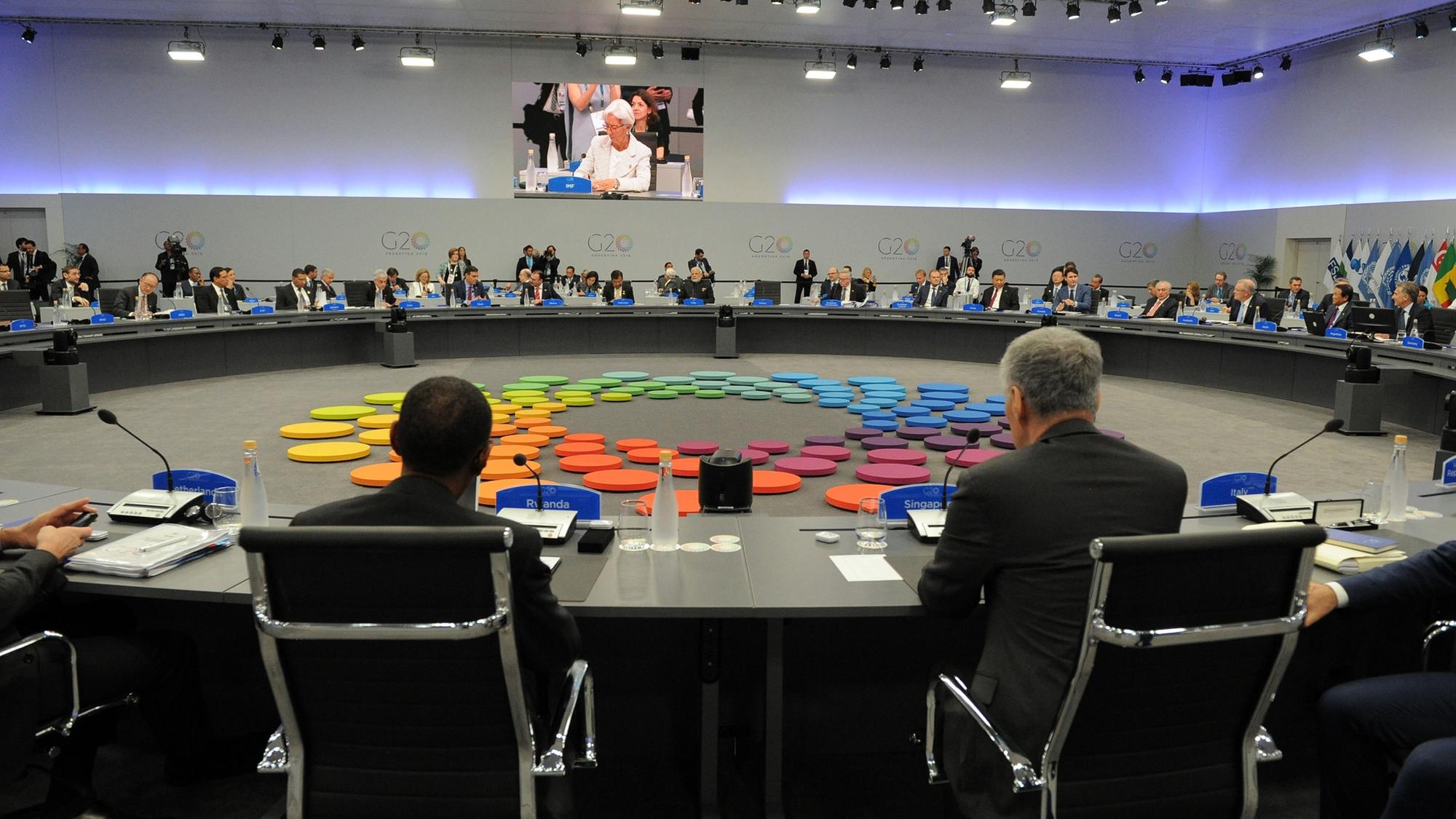 Líderes de G20 enfrentan cumbre ensombrecida por disputas
