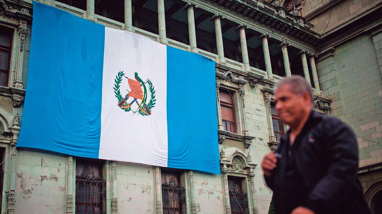 Embajador de Guatemala en México sufre accidente automovilístico