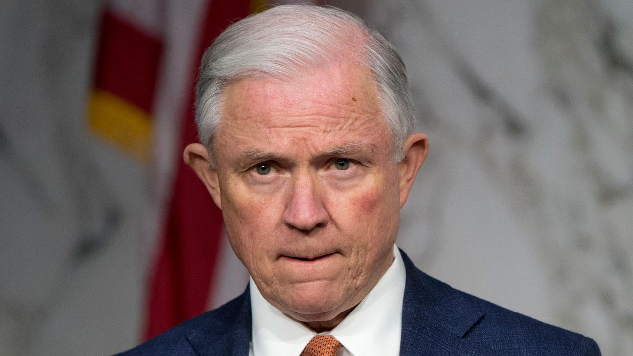 Trump pide renuncia de Jeff Sessions por caso de intromisión rusa en elecciones
