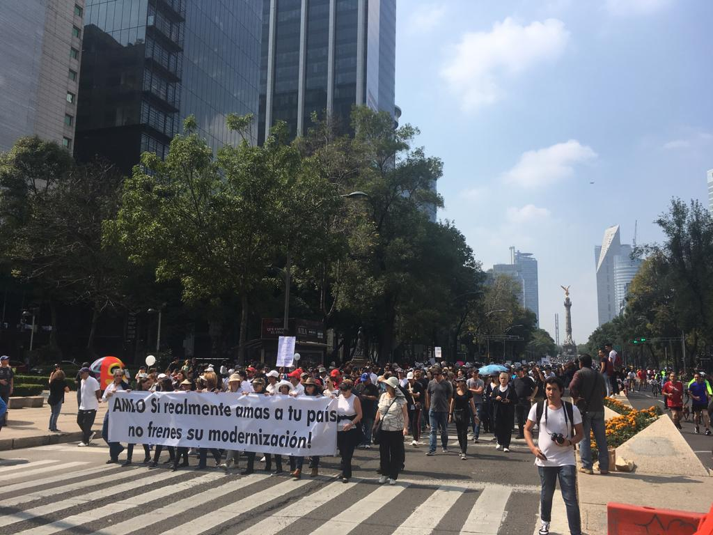 Ciudadanos que marchan a favor de NAIM en Texcoco piden ser escuchados