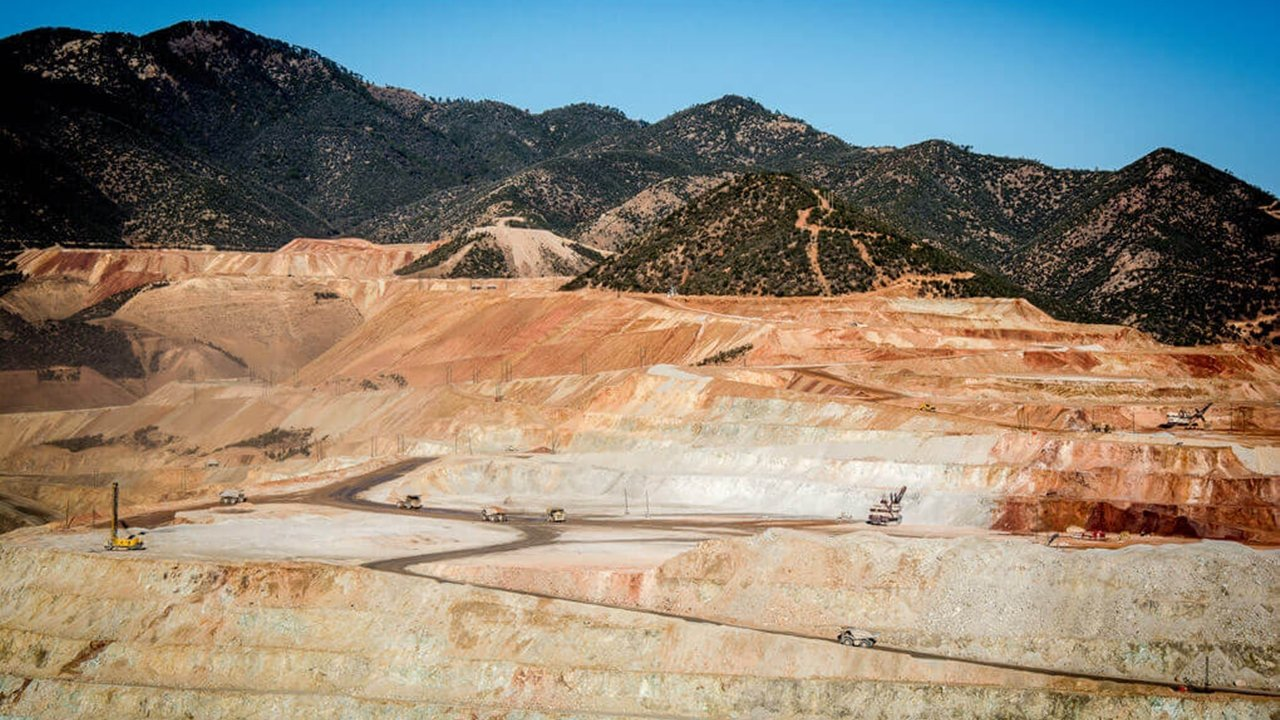 Extrabajadores de Grupo México alistan bloqueo a mina Buenavista del Cobre