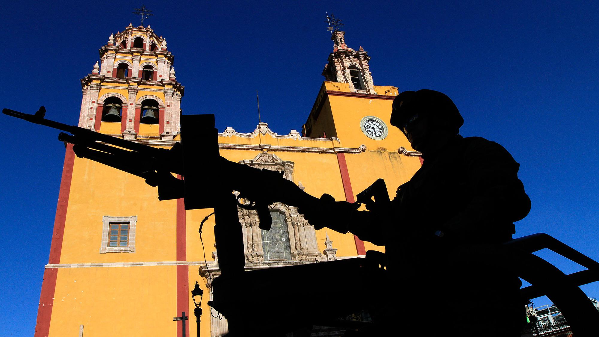 ONGs y especialistas piden a AMLO dar marcha atrás en Guardia Nacional