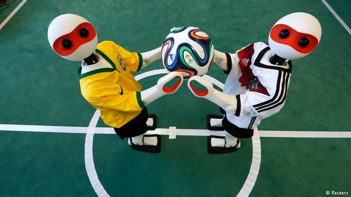 ¿Quién necesita robots que jueguen futbol?