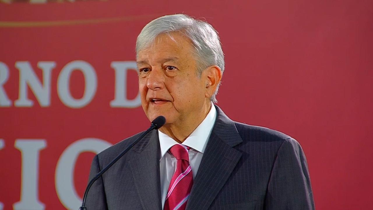 AMLO califica de 'exceso' que Manuel Velasco se asignara escolta por 15 años