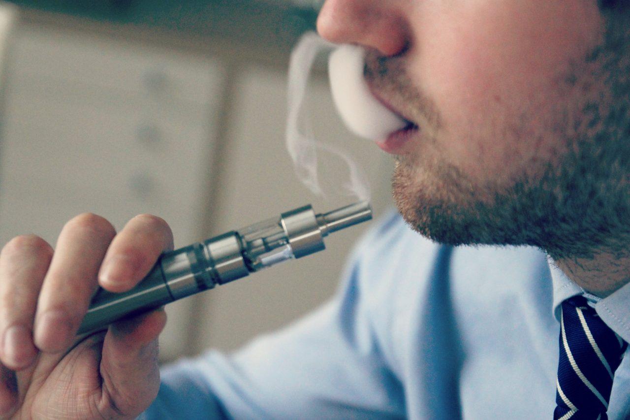 EU declara 'epidemia' por consumo de cigarrillos electrónicos