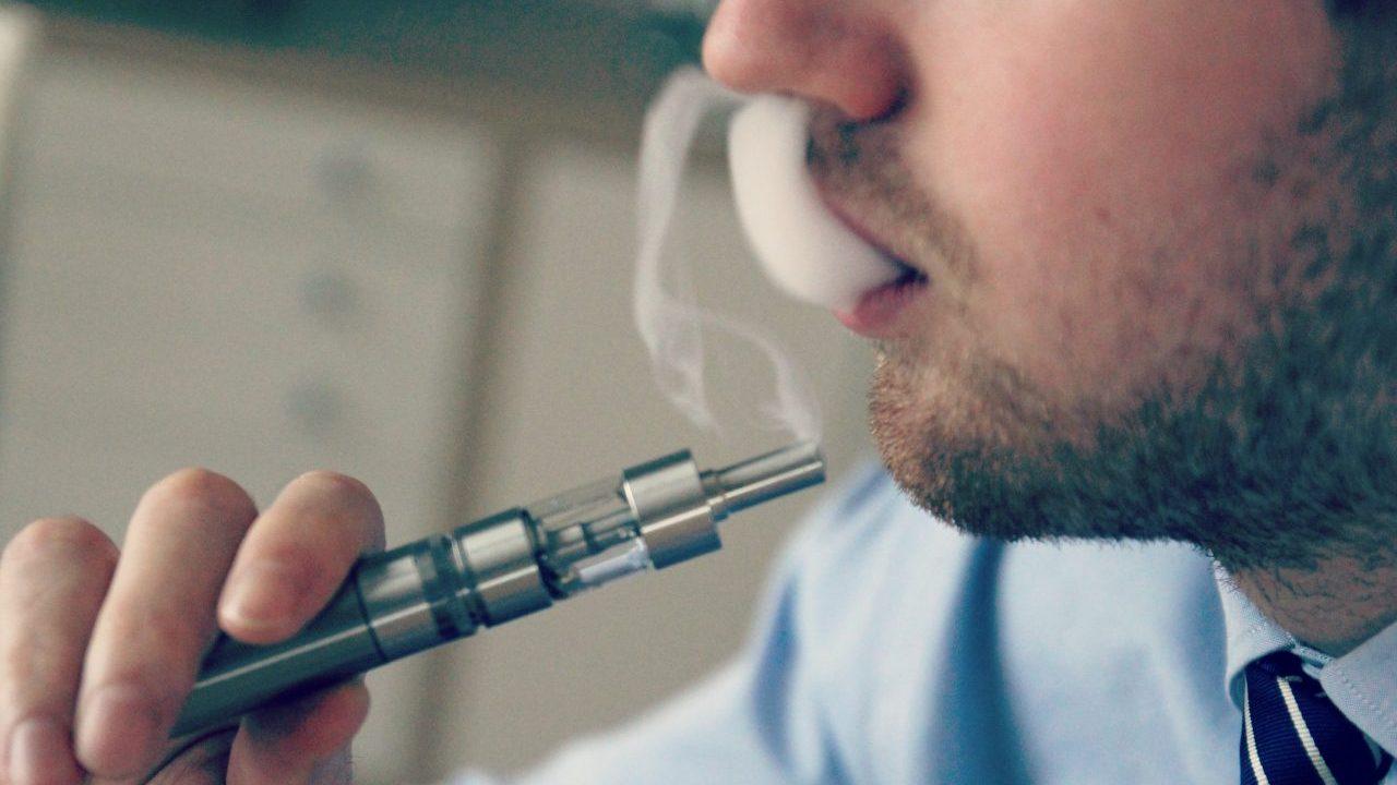 Dueña de Marlboro, en pláticas con Cofepris para vender productos libres de humo