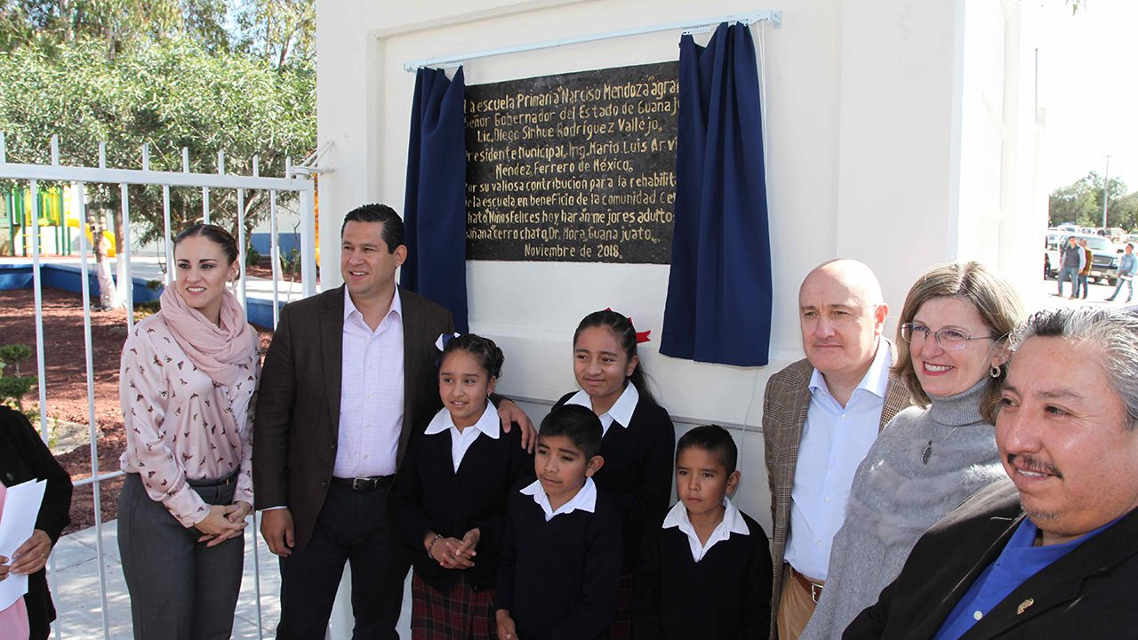 Ferrero invierte 4.1 mdp en la mejora de 2 escuelas en Guanajuato