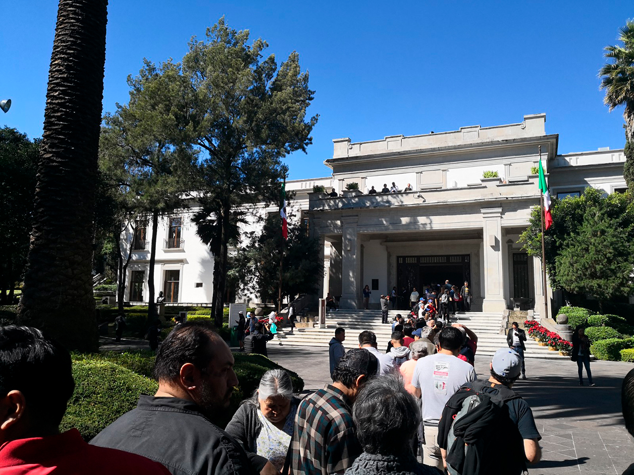 SAE recauda 28.5 mdp en subasta de vehículos en Los Pinos