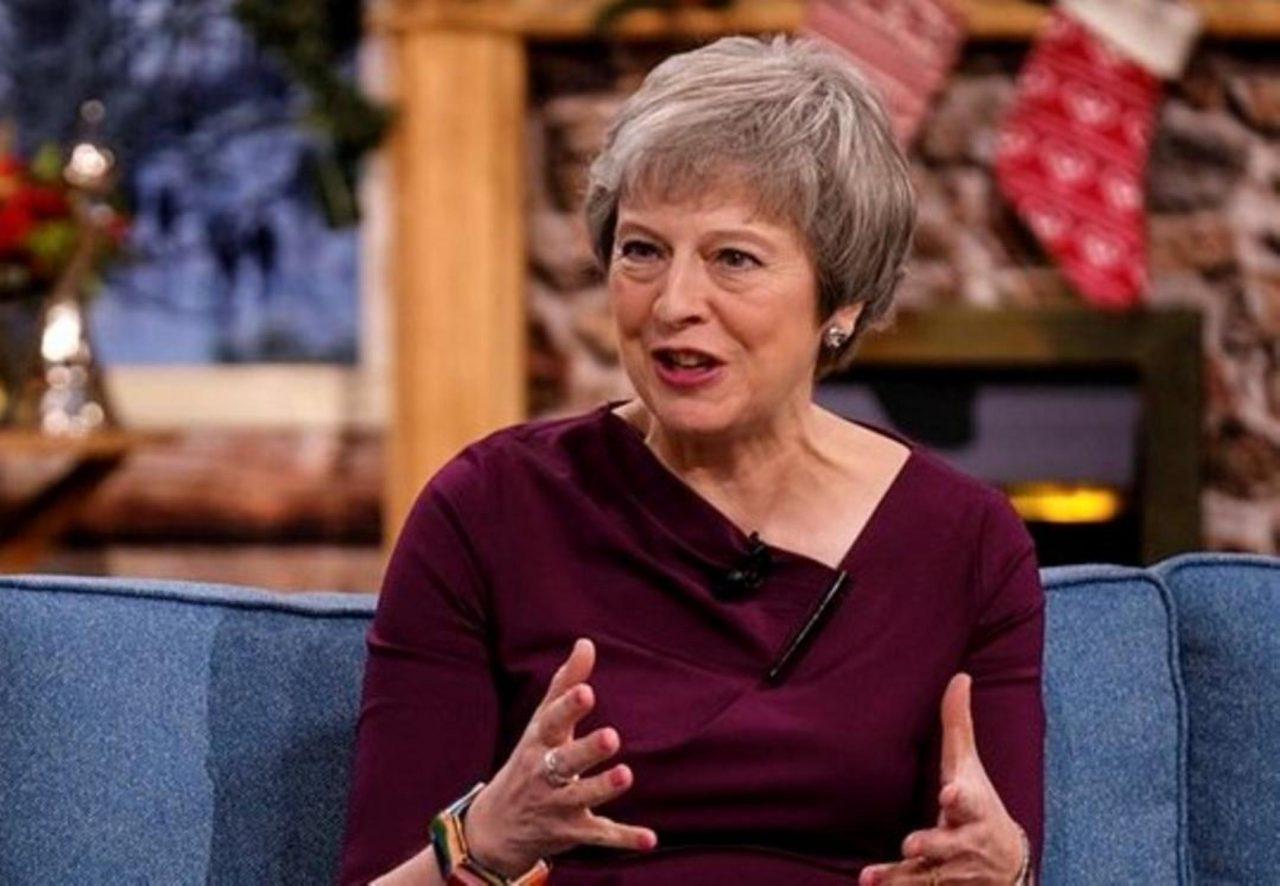 May supera la moción de censura presentada por los conservadores