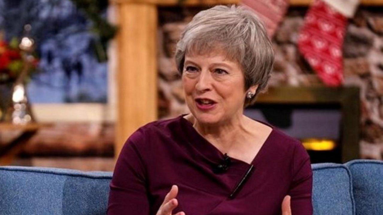 May pide apoyo para mantenerse en el gobierno y resolver el Brexit