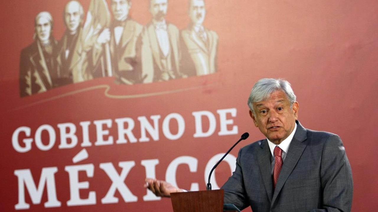 México paga muro con T-MEC, dice Trump; 'no hemos tocado el tema', revira AMLO