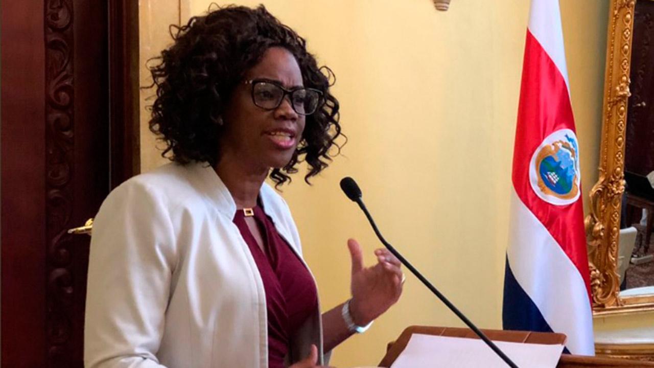 La primera vicepresidenta de Costa Rica renuncia como canciller