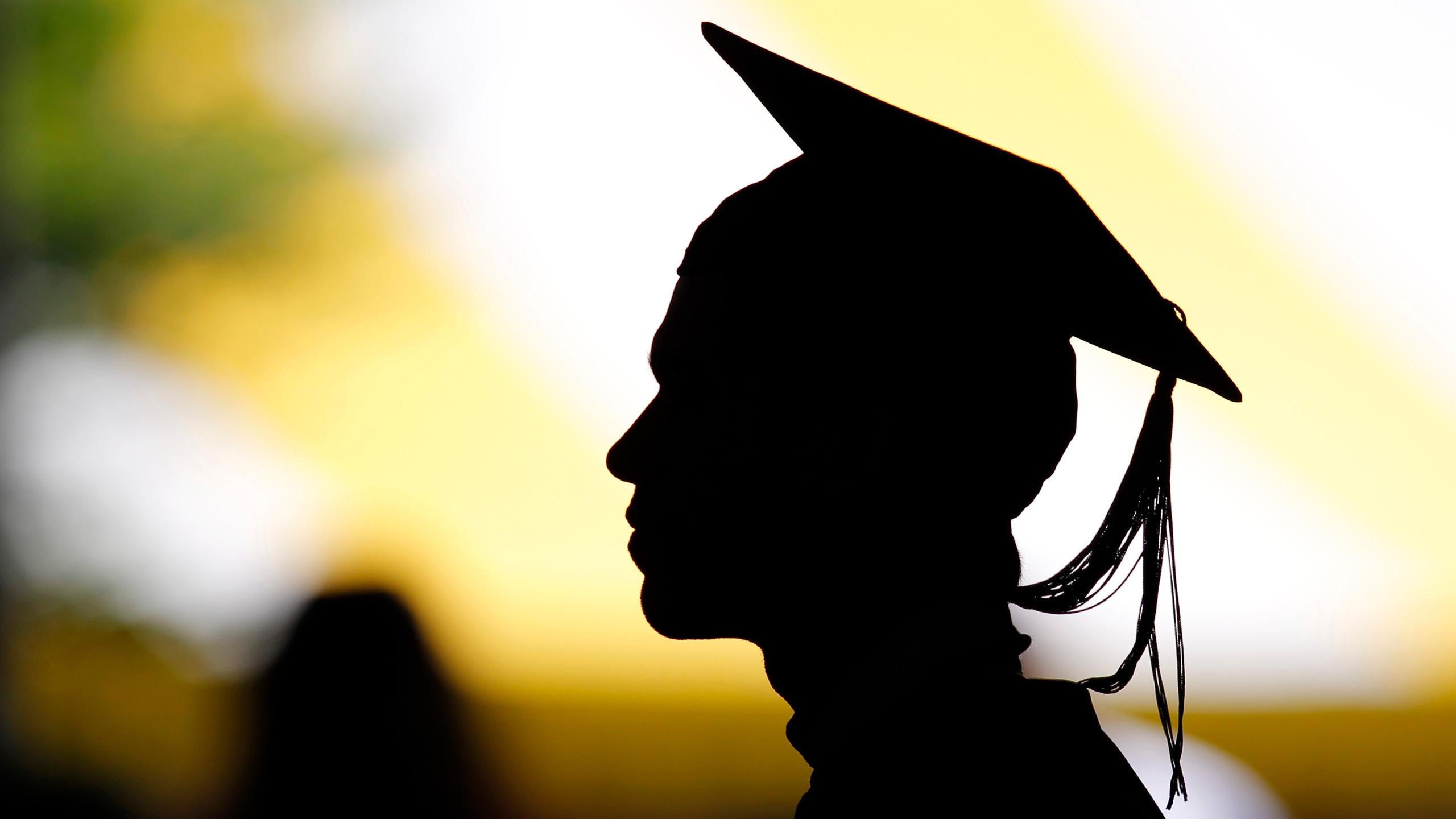La mitad de los desempleados en México cursaron la prepa o la universidad