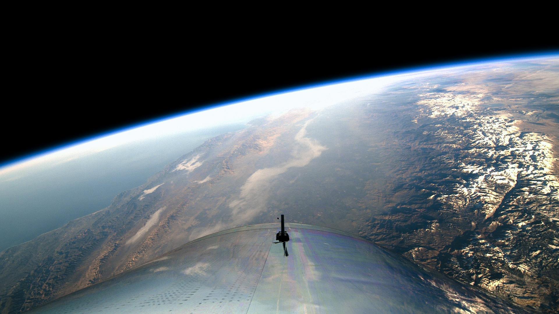 Virgin Galactic celebra con éxito primer vuelo espacial tripulado