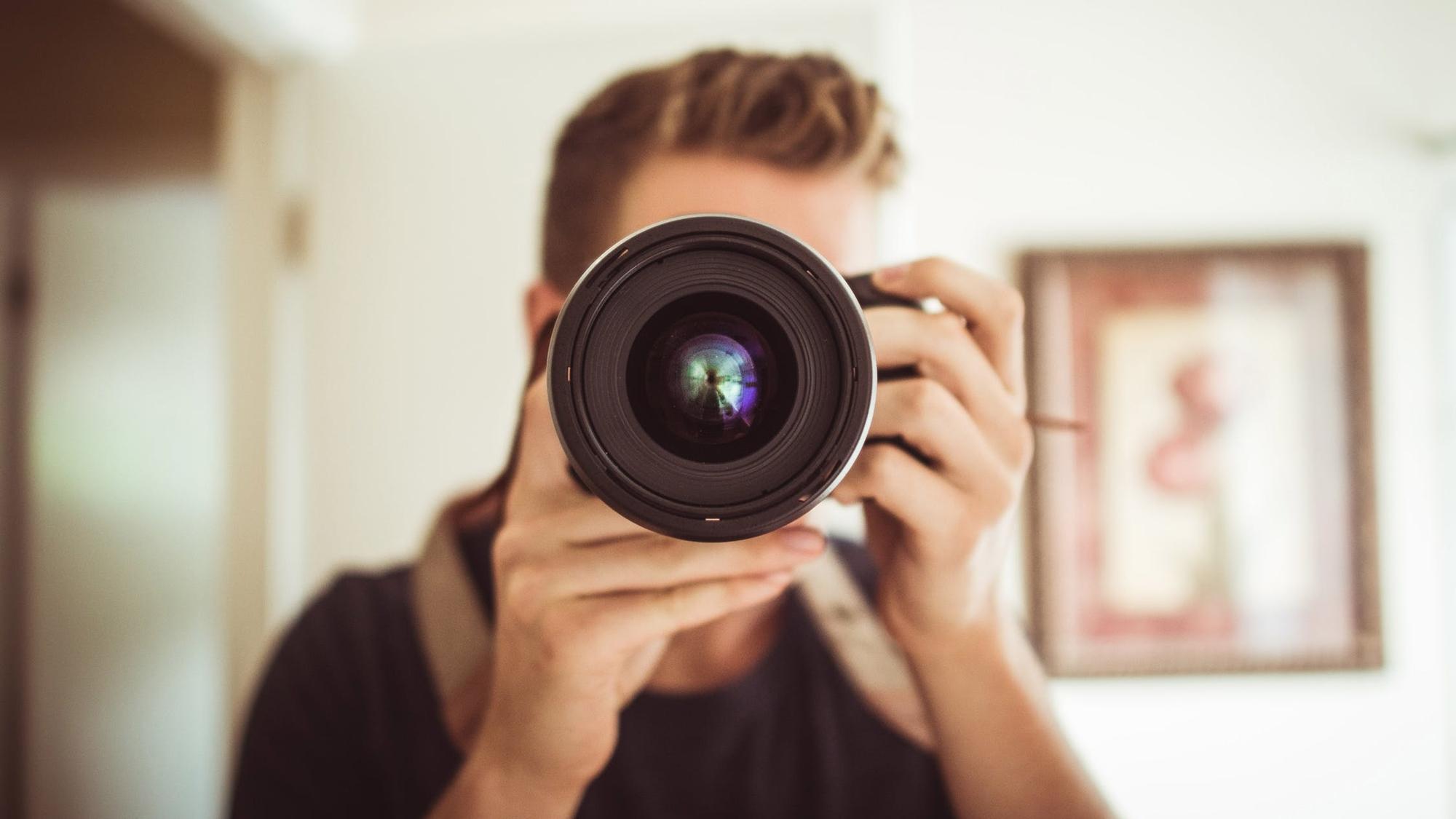 Una familia inglesa busca fotógrafo personal; sueldo: 100,000 dólares