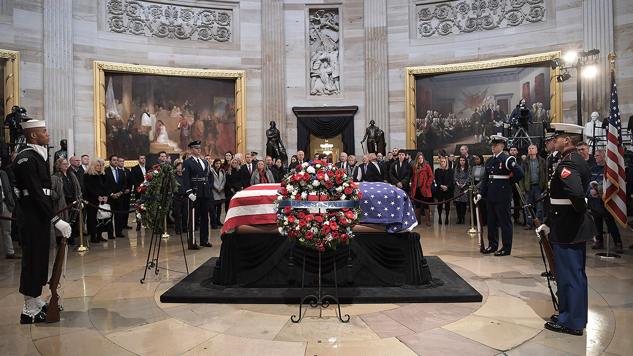 Estadounidenses despiden a expresidente Bush en el Capitolio