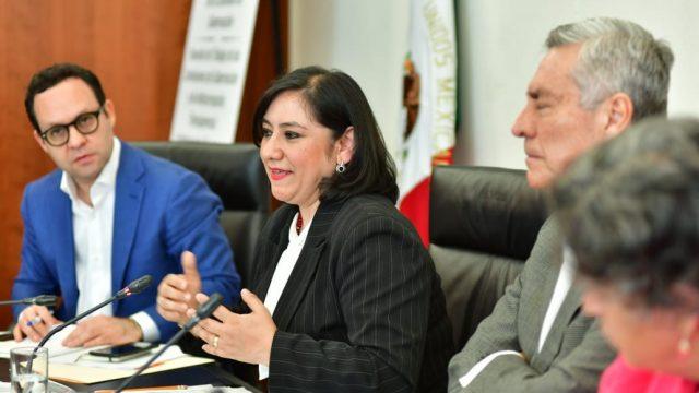 La Secretaría de la Función Pública pide a empresarios bajar altos salarios
