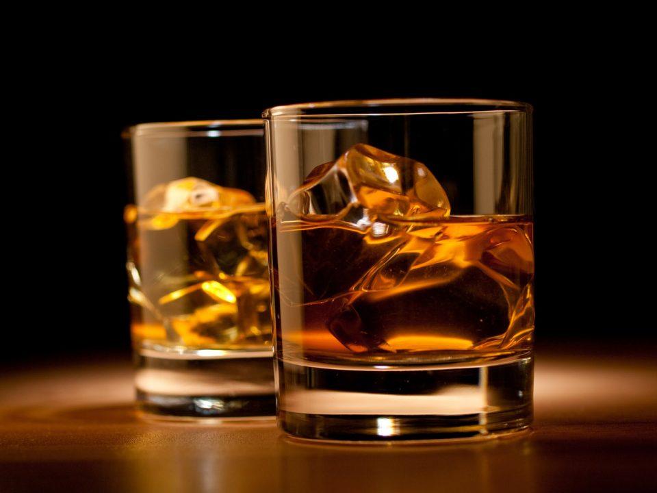 ¿Whisky o bourbon? Descubre la diferencia entre estas bebidas espirituosas