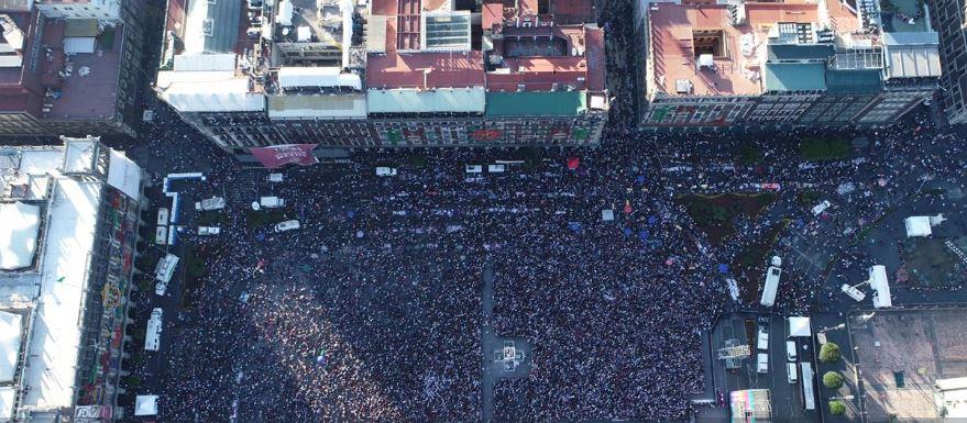 Cerca de 150,000 personas escuchan a López Obrador en el Zócalo
