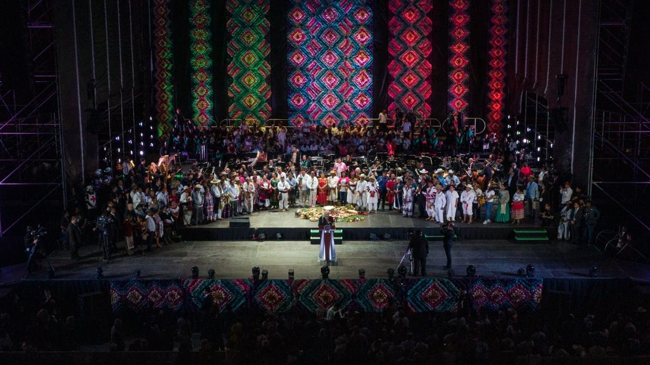 Crónica: Así fue la verbena (y discurso) de AMLO en el Zócalo