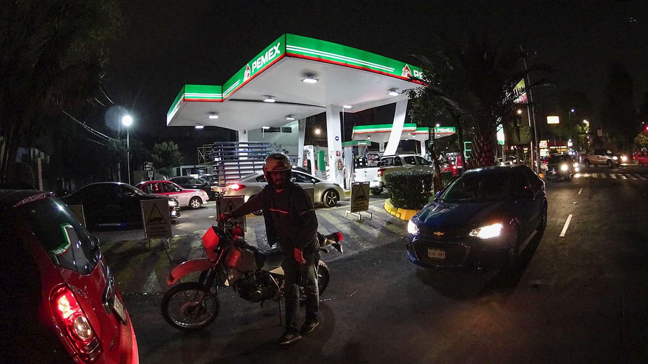 Pemex hila tres meses con ventas de gasolina a la baja
