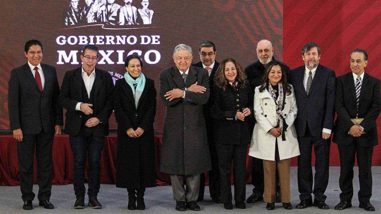 AMLO ficha a Villamil; 'no más TV para clase media jodida', promete