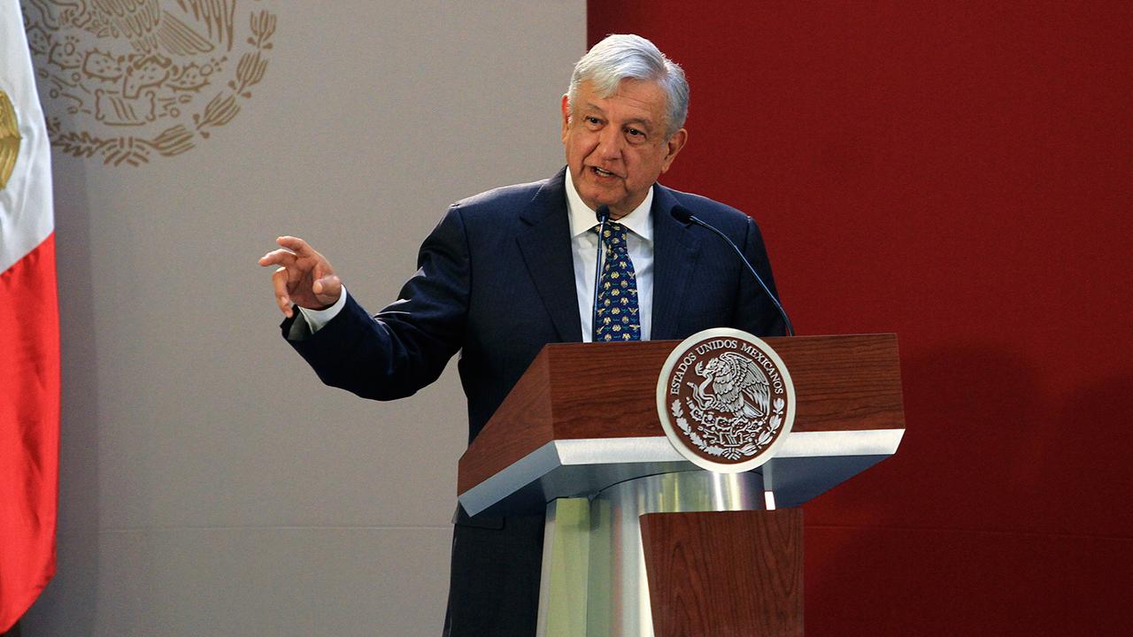 AMLO presume haber bajado más de 1% la deuda del país heredada por EPN