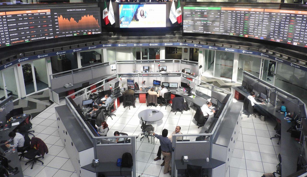 BMV cae ante resultados trimestrales; peso sube por optimismo en EU