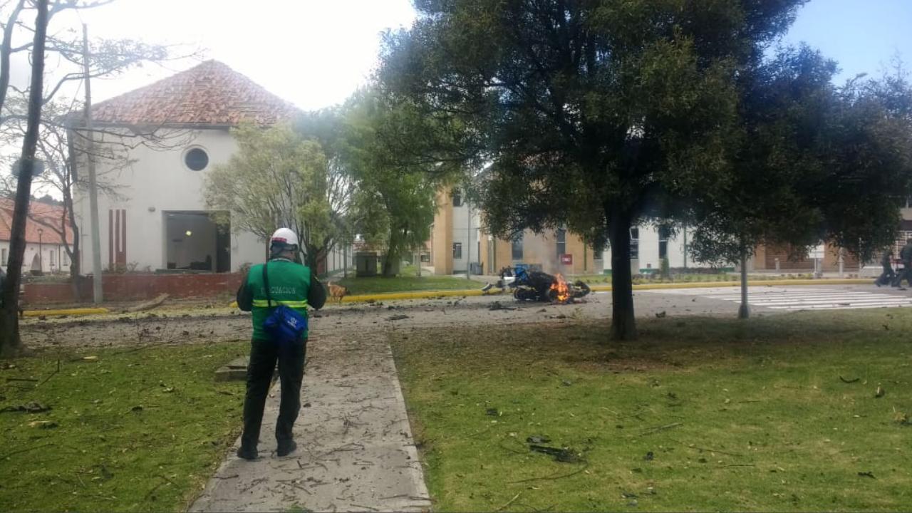 Sube a 21 cifra de muertos por atentado en Bogotá; investigación apunta al ELN