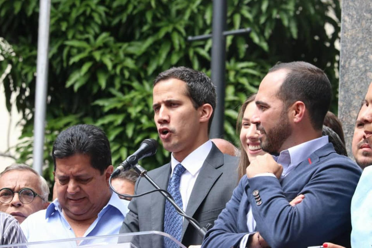 Guaidó dice que aprobarán ley de amnistía para militares este domingo