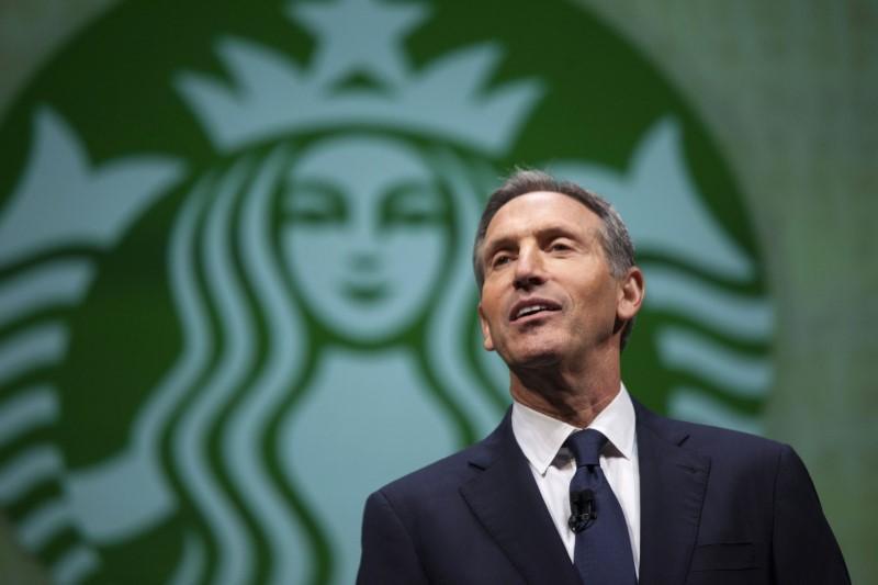 El exCEO de Starbucks pelearía con Trump en 2020 por la presidencia de EU