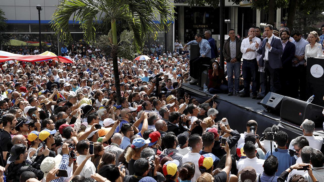 En jornada de protestas, Juan Guaidó se autoproclama presidente de Venezuela