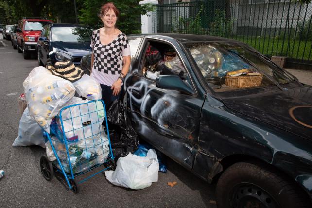 Lisa Fiekowski, la millonaria que recoge latas para mantenerse activa