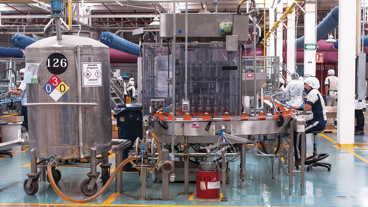 Actividad industrial de México modera recuperación en noviembre